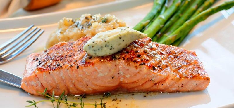 Filetti di salmone in salsa champ